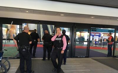 El policía herido está en condición estable.