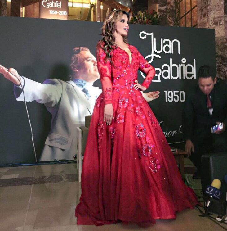 Lucía Méndez en el Homenaje a Juan Gabriel en Bellas Artes