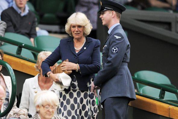 La duquesa de Cornwall, Camilla Parker, llegó muy puntual a la cita depo...