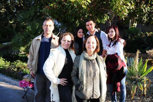 En la fila nos encontramos con una familia unida en las buenas y malas.