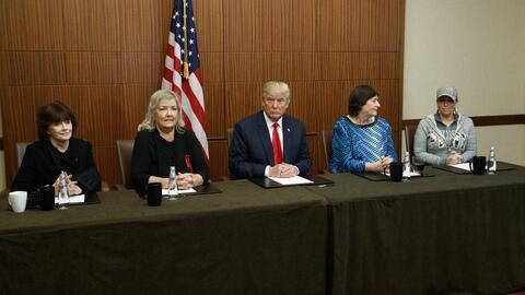 Trump comparece con las cuatro mujeres