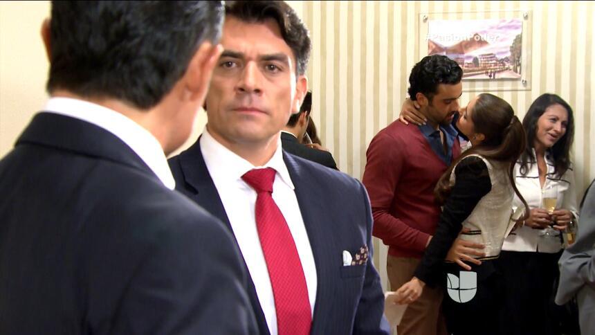 ¡Arturo descubrió la traición de Daniela con Eladio! A249BCCC4D6D495BAAB...