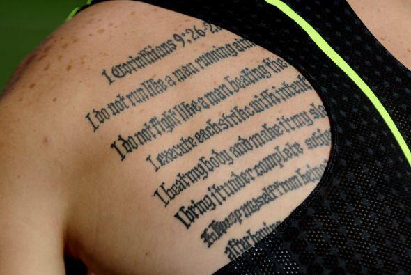 El corredor dejó clara su ética de competencia con un tatuaje en la espa...