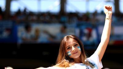 El partido entre Argentina e Islandia brilló con sus mujeres en las tribunas