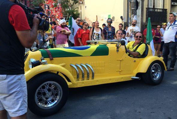 Como el Gordo es un amante del automovilismo, no podía perderse esta opo...