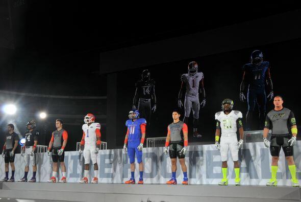 Nike también demostró los nuevos 'Pro Combat' uniformes para las Univers...