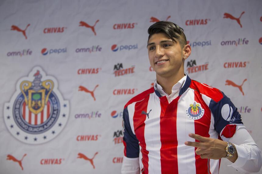 Alan Pulido debutó con Chivas