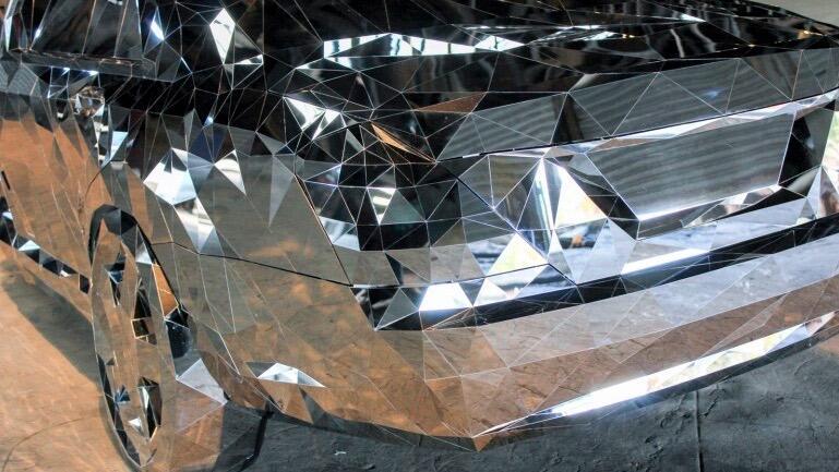Impactante fotos de una escultura inspirada en accidentes de automóvil J...