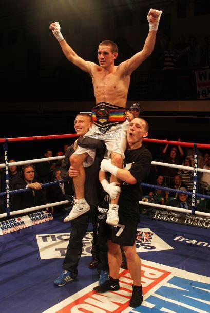 El británico Liam Walsh (blanco) derrotó al ghanés...