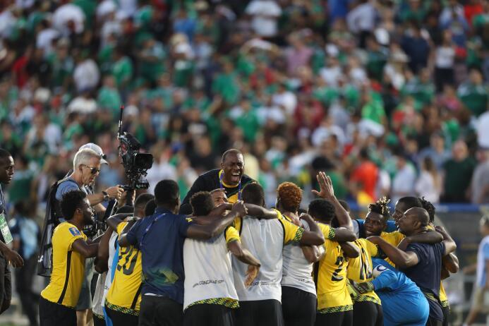 Ridículo nacional: México eliminado de la Copa de Oro GettyImages-821358...