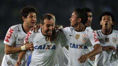 Corinthians, jugando a media máquina, derrotó por 0-1 al Millonarios en...