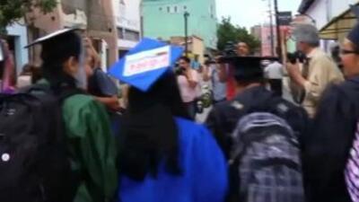 Congresista Luis Gutiérrez le retira su apoyo a un grupo de Dreamers