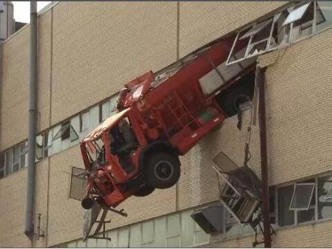 Un camión del Departamento de Sanidad de Nueva York se  estrell&o...