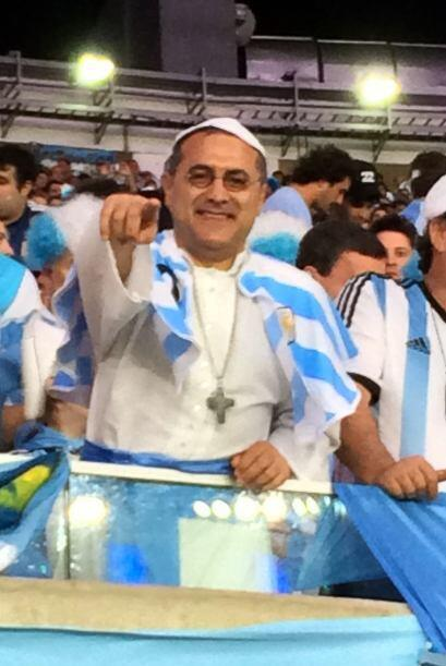 Durante el partido de Argentina contra Bosnia, Raúl  se encontró ¿al Papa?
