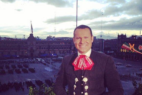 """Viva Mexico ca.... #vivamexicoenda ajuaaaaaa"", compartió Alan Tacher. (..."