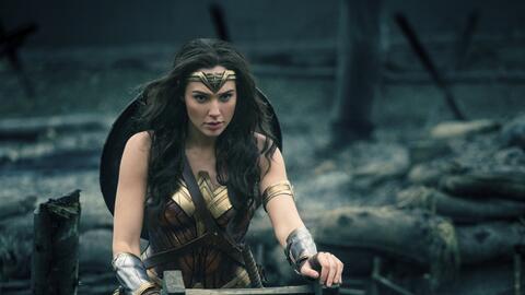 En esta imagen difundida por Warner Bros. Entertainment, Gal Gadot en un...