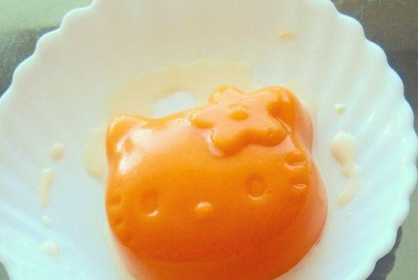 Que te parece un pan de natillas con la carita de Hello Kitty, tal vez n...