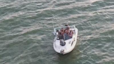 Guardia Costera rescata con vida a 21 náufragos en Texas