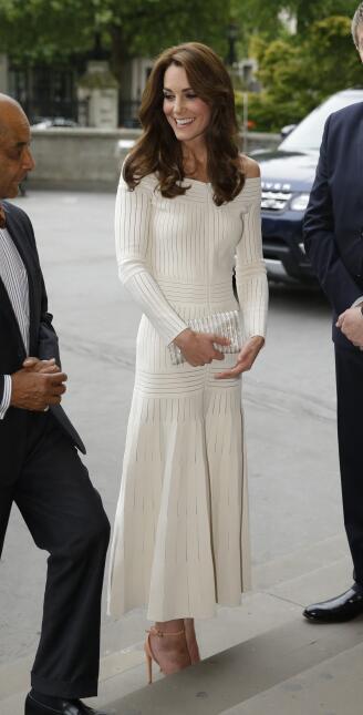 Los 50 mejores vestidos que usó Kate Middleton en 2016 GettyImages-54521...
