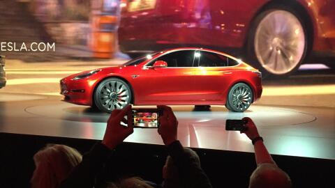 Evento de presentación del Tesla Modelo 3 en el estudio de dise&n...