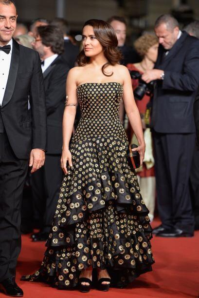 El vestido tenía impresiones que asemejaban monedas de oro.