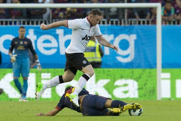 Wayne Rooney pudo abrir el marcador al minuto 45 con un penalti, pero su...