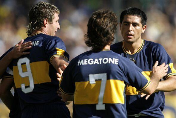 El tridente ofensivo formado por Riquelme, Schelotto y Palermo; la renov...