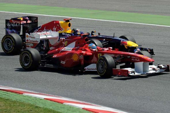 Alonso logró superar a los Red Bull de Mark Webber y Sebastian Vettel en...