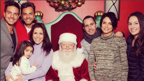 Eugenio Derbez y su familia en navidad
