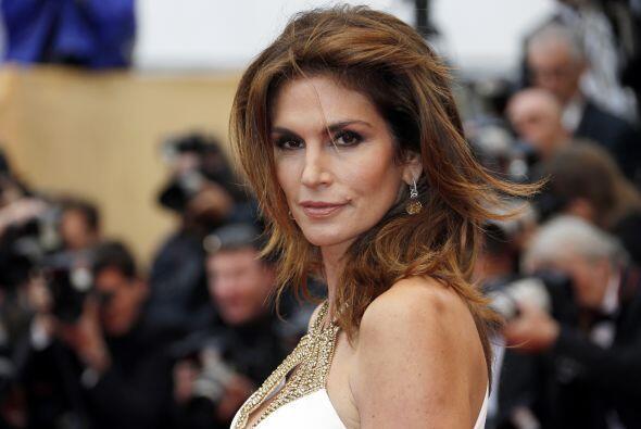 La modelo estadounidense continúa seductora y divina a sus 48 años de ed...