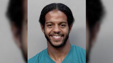 Osmailer Torres está acusado de abuso infantil luego de golpear a un alu...