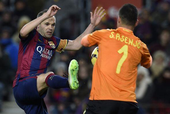 Ya en la segunda parte, Barcelona seguía dominando el esférico y era pel...
