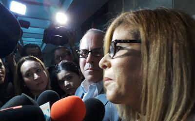 Perelló y su esposa Rosa Vicente a su salida del tribunal.