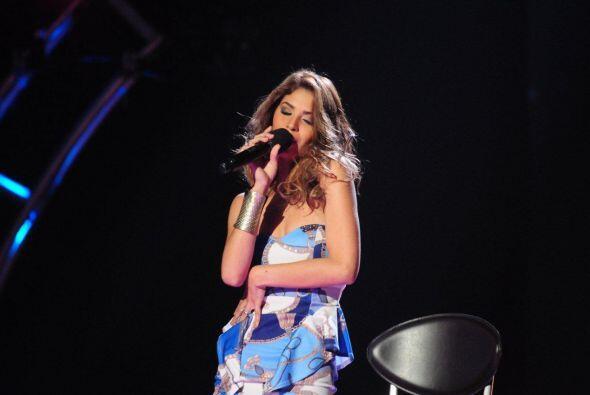 Essined demostró su talento para cantar.