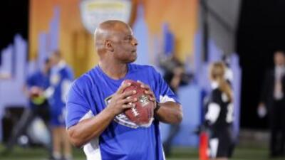 Warren Moon no confía en Johnny Manziel (AP-NFL).