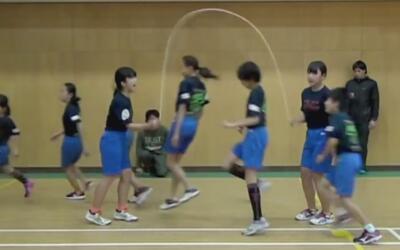 Niños japoneses sorprenden con su velocidad y precisión, y rompen un nue...