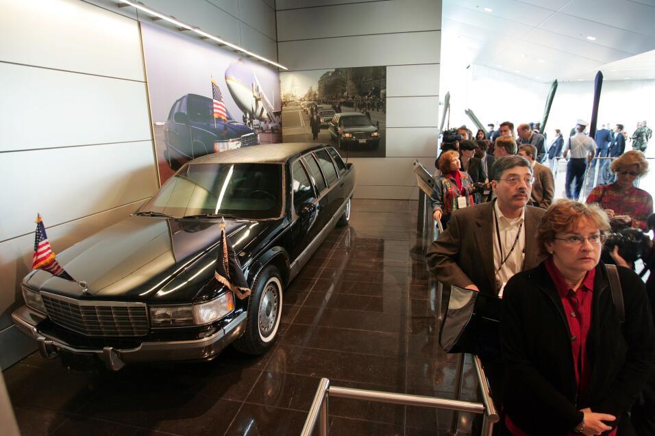 Donald Trump inaugurará una nueva limusina presidencial GettyImages-5175...