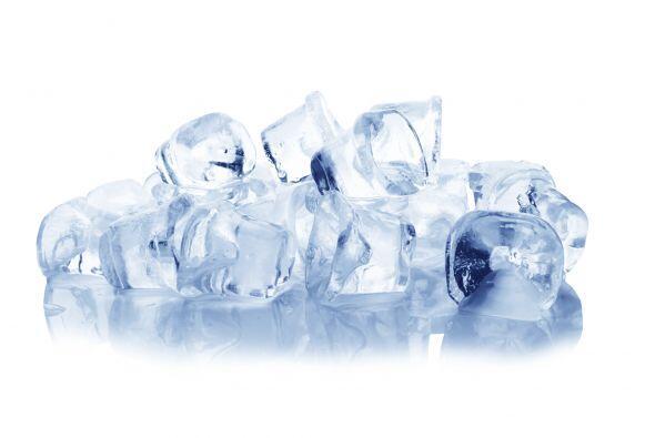 Hielo Los expertos señalan que masticar los cubos de hielos puede fractu...