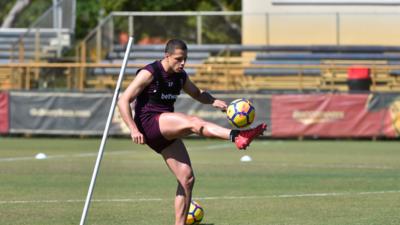 'Chicharito' trabaja con el West Ham en Miami.
