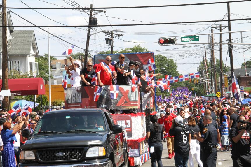 Celebra La X en el Desfile Dominicano en NJ IMG_1965.JPG