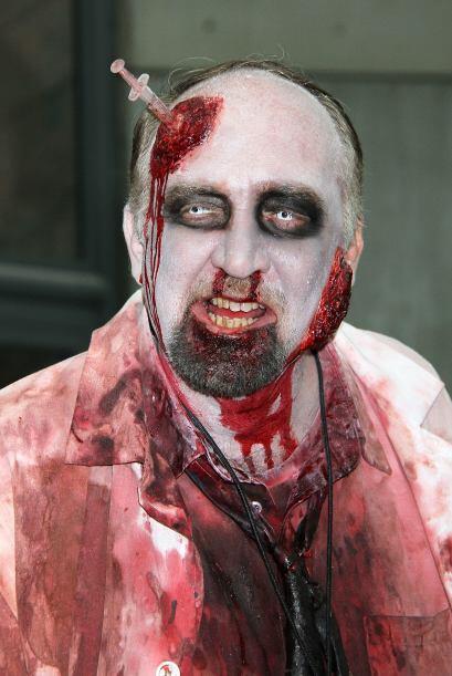 O un zombi, eso nunca falla. Sólo no te olvides de comprar suficiente sa...