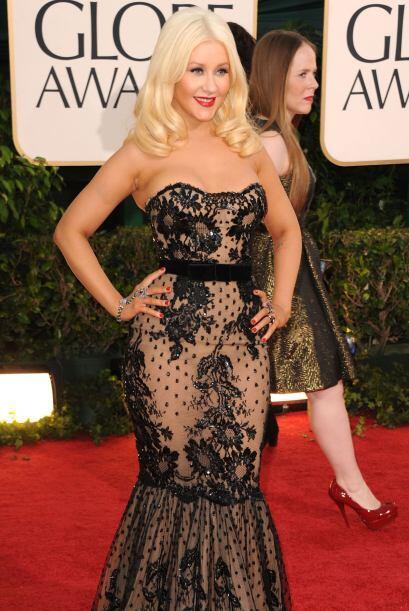 Christina Aguilera no acertó a la talla del vestido, algunos 'gorditos'...