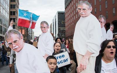 Familia de Óscar López Rivera celebra en Chicago su indulto