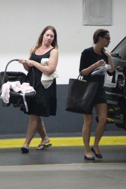 Victoria Beckham fue vista con una nana cuando su pequeña bebé Harper te...