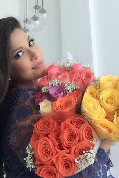No son uno ni dos, sino tres ramos de rosas los que nos presume Ana este...