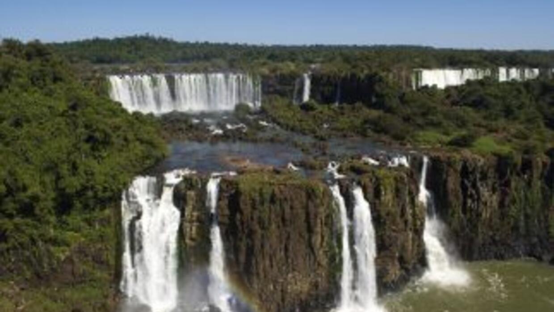 La clausura se debe por la enorme crecida del río sobre la Garganta del...