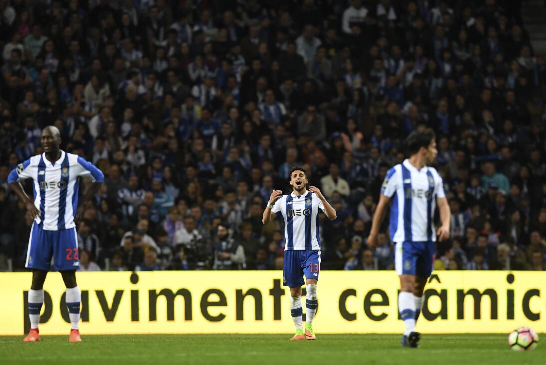 'Tecatito' Corona se disfrazó de Van Basten en el empate del Porto Reacc...