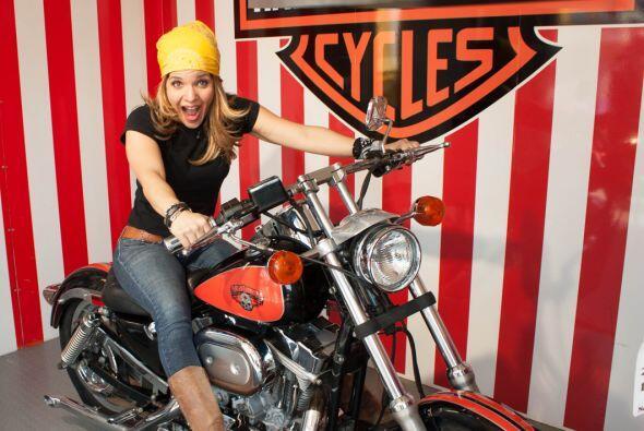 La moto de sus sueños debe ser negra con salpicaderas nuevas y ¡con dos...