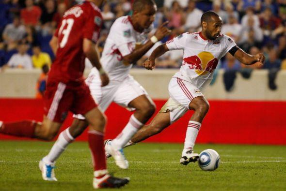 Thierry Henry sumó su duodécimo gol de la temporada para ampliar su lide...