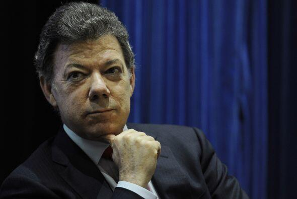 Octubre 2- El presidente de Colombia, Juan Manuel Santos, revela que se...